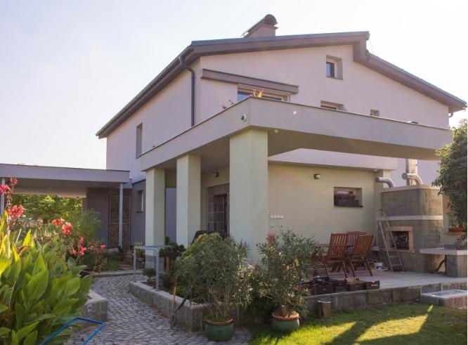 Kompletní rekonstrukce rodinného domu Kozmice - Rebuild